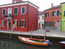 Οδός και βάρκα - Burano στοκ εικόνες