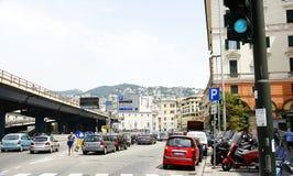 Οδός και εθνική οδός με την κυκλοφορία Στοκ εικόνες με δικαίωμα ελεύθερης χρήσης