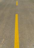 Οδός και κίτρινη γραμμή Στοκ Φωτογραφίες