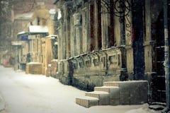 Σπίτι σε χιονοπτώσεις Στοκ Εικόνες