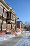 Οδός με τα όμορφα χαρασμένα σπίτια Στοκ εικόνα με δικαίωμα ελεύθερης χρήσης