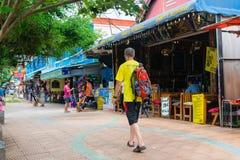 Οδός περπατήματος τουριστών σε Krabi AO Nang, Ταϊλάνδη Στοκ φωτογραφία με δικαίωμα ελεύθερης χρήσης