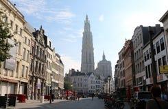 Οδός σε Anwerp, Βέλγιο με την άποψη του καθεδρικού ναού Στοκ φωτογραφία με δικαίωμα ελεύθερης χρήσης