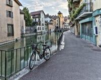 Οδός στην παλαιά πόλη του Annecy, Γαλλία, HDR Στοκ Εικόνες