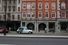Οδός στο Λονδίνο, αμάξι ταξί Στοκ εικόνα με δικαίωμα ελεύθερης χρήσης