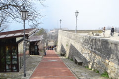 Οδός στο φρούριο σε έναν απότομο βράχο στον Άγιο Μαρίνο Στοκ Φωτογραφίες