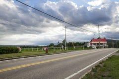 Οδός στο χωριό του Καναδά Στοκ εικόνα με δικαίωμα ελεύθερης χρήσης