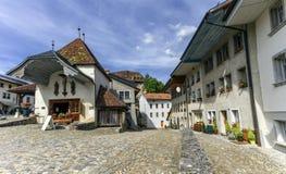 Οδός στο χωριό Gruyeres, Fribourg, Ελβετία Στοκ Φωτογραφίες