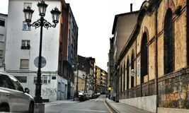 Οδός της ισπανικής πόλης της επαρχίας Οβηέδο των αστουριών στοκ εικόνες με δικαίωμα ελεύθερης χρήσης