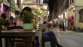 Οδός της Φλωρεντίας Timelapse σε μια θερινή νύχτα φιλμ μικρού μήκους