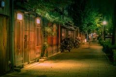 Οδός του Κιότο τη νύχτα με τα εστιατόρια και τους φραγμούς Στοκ εικόνες με δικαίωμα ελεύθερης χρήσης