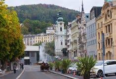 Οδός φθινοπώρου στο Κάρλοβυ Βάρυ, Δημοκρατία της Τσεχίας στοκ εικόνες με δικαίωμα ελεύθερης χρήσης
