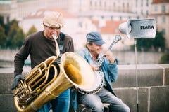 Οδός Busker που εκτελεί τα τραγούδια τζαζ στο Charles Στοκ Εικόνα