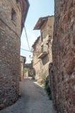 Οδός Cobbled σε ένα χωριό στοκ εικόνα με δικαίωμα ελεύθερης χρήσης