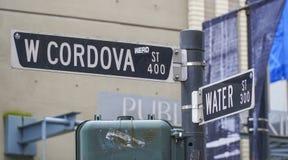 Οδός Cordova στο Βανκούβερ - το ΒΑΝΚΟΥΒΕΡ - τον ΚΑΝΑΔΑ - 12 Απριλίου 2017 στοκ φωτογραφίες
