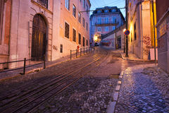 Οδός DA Gloria Calcada στο σούρουπο στη Λισσαβώνα Στοκ εικόνα με δικαίωμα ελεύθερης χρήσης