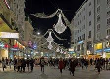 Οδός Graben με τους πολυελαίους Χριστουγέννων στη Βιέννη στη νύχτα, Αυστρία Στοκ Εικόνα