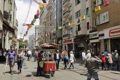 Οδός Istiklal κατά τη διάρκεια του 5ου φεστιβάλ αγορών της Ιστανμπούλ Στοκ φωτογραφίες με δικαίωμα ελεύθερης χρήσης