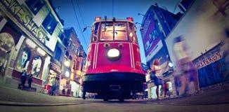 Οδός Istiklal Taksim, κόκκινο τραμ Στοκ Εικόνες