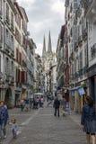 Οδός rue Pont-Neuf Bayonne Aquitaine, Γαλλία στοκ εικόνες
