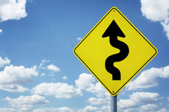 Ο δύσκολος δρόμος υπογράφει μπροστά στοκ εικόνα