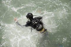 Ο δύτης παίρνει στο νερό Στοκ Φωτογραφίες