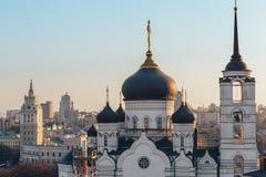 Ο Annunciation καθεδρικός ναός στο κέντρο της πόλης Voronezh, Ρωσία, στο υπόβαθρο Στοκ φωτογραφία με δικαίωμα ελεύθερης χρήσης