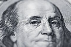 Ο Benjamin Franklin ` s κοιτάζει στο λογαριασμό εκατό δολαρίων r Στοκ φωτογραφίες με δικαίωμα ελεύθερης χρήσης