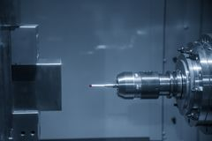 Ο CMM έλεγχος αφής συνδέει στην οριζόντια CNC μηχανή στοκ φωτογραφίες με δικαίωμα ελεύθερης χρήσης