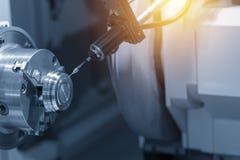 Ο CMM έλεγχος λέιζερ συνδέει στη CNC μηχανή στοκ εικόνα