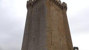 Ο donjon κύριος πύργος της τετραγωνικής κινηματογράφησης σε πρώτο πλάνο κάστρων, νεφελώδης ημέρα Ιανουαρίου Mardakyan, Baki, Αζερ απόθεμα βίντεο