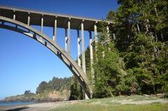 Ο Frederick W Γέφυρα Panhorst, συχνότερα γνωστή ως ρωσική Gulch γέφυρα στη κομητεία Mendocino, Καλιφόρνια ΗΠΑ Στοκ εικόνα με δικαίωμα ελεύθερης χρήσης