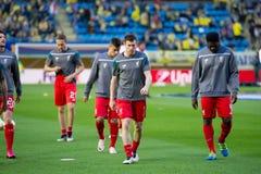 Ο James Milner θερμαίνει πριν από τη ημιτελική αντιστοιχία ένωσης της Ευρώπης μεταξύ Villarreal του ΘΦ και του Λίβερπουλ FC Στοκ εικόνες με δικαίωμα ελεύθερης χρήσης