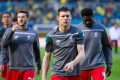 Ο James Milner θερμαίνει πριν από τη ημιτελική αντιστοιχία ένωσης της Ευρώπης μεταξύ Villarreal του ΘΦ και του Λίβερπουλ FC Στοκ Εικόνες