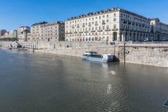 Ο Po ποταμός και το Murazzi στο Τορίνο, Ιταλία Στοκ Φωτογραφίες