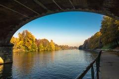 Ο Po ποταμός μέσω της γέφυρας στο Τορίνο, Ιταλία Στοκ Φωτογραφία