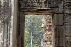 Ο Stone χάρασε το πρόσωπο του αρχαίου βουδιστικού ναού Bayon σε Angkor Wat σύνθετο, Καμπότζη αρχαία αρχιτεκτονική Στοκ εικόνα με δικαίωμα ελεύθερης χρήσης