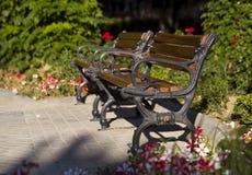 Πάγκοι σε ένα πάρκο Στοκ Εικόνα