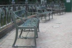 Πάγκοι σε ένα πάρκο Στοκ φωτογραφία με δικαίωμα ελεύθερης χρήσης