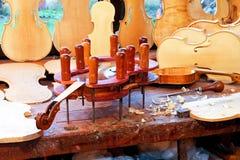 πάγκος εργασίας βιολιών Στοκ φωτογραφία με δικαίωμα ελεύθερης χρήσης