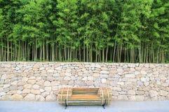 Πάγκος κάτω από το δάσος μπαμπού Στοκ εικόνα με δικαίωμα ελεύθερης χρήσης