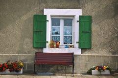 πάγκος κάτω από το παράθυρ&omicr Στοκ Εικόνες