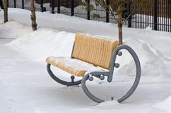 Πάγκος κήπων το χειμώνα Στοκ Εικόνες