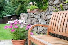 Πάγκος κήπων Στοκ φωτογραφία με δικαίωμα ελεύθερης χρήσης