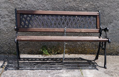 Πάγκος με την κλειδαριά και την αλυσίδα Στοκ φωτογραφία με δικαίωμα ελεύθερης χρήσης
