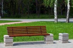 Πάγκος ξύλινος στο πάρκο πόλεων Στοκ Εικόνα