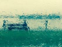 Πάγκος πάρκων στη βροχή Στοκ Φωτογραφία