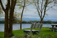 Πάγκος πάρκων στη λίμνη Champlain Στοκ φωτογραφίες με δικαίωμα ελεύθερης χρήσης