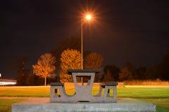 Πάγκος πάρκων τη νύχτα Στοκ Φωτογραφία
