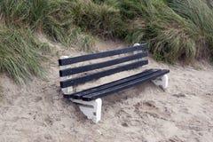 Πάγκος που καλύπτεται στην άμμο Στοκ Εικόνες